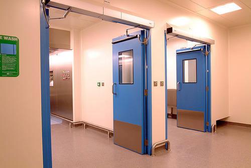 Больничные двери для коридоров: особенности обустройства