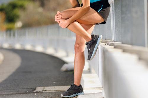 Почему болит колено при сгибании?