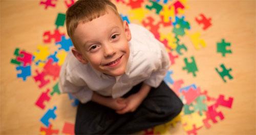 Как распознать аутизм у ребенка?