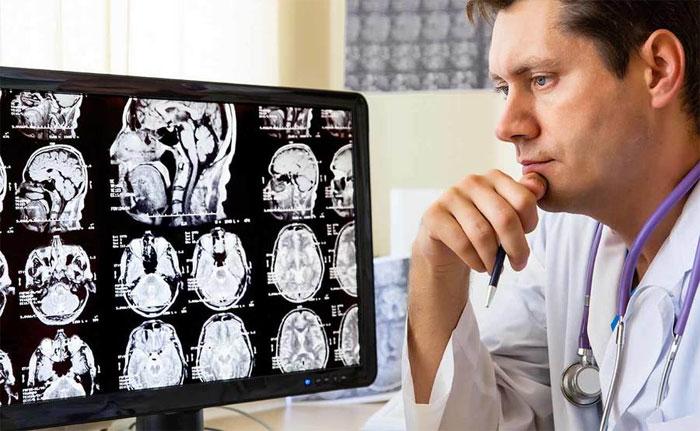 Когда нужно посетить невролога и гастроэнтеролога