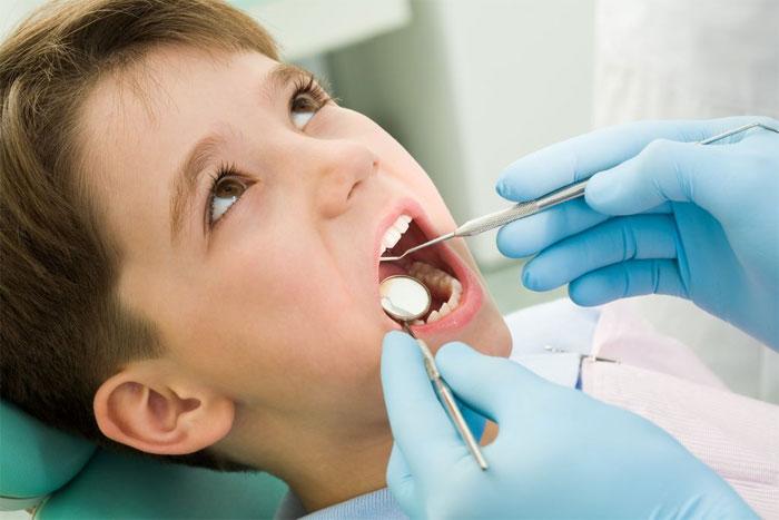Как лечат зубы детям