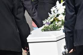 Как хоронят умерших, что стоит учитывать?