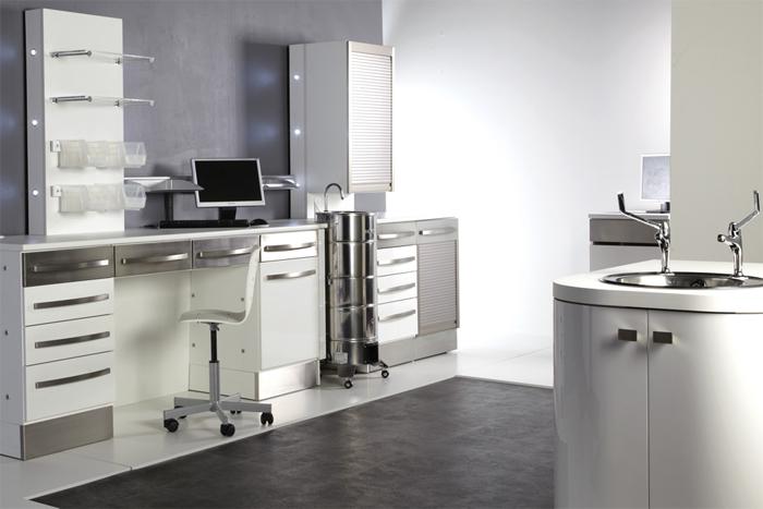 Станочный профиль алюминиевый в конструкции мебели для клиник