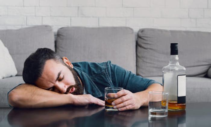 Как развивается алкоголизм и почему необходим вывод из запоя?