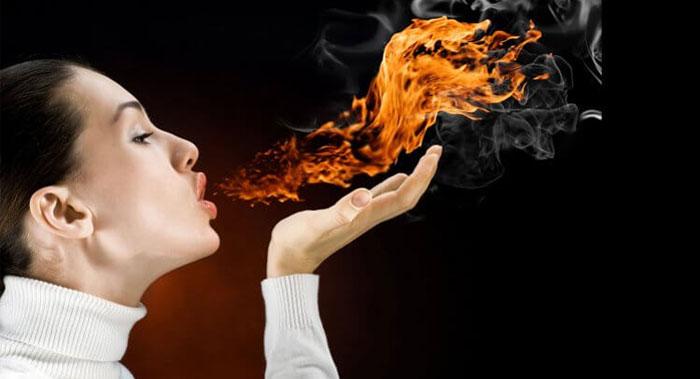 Изжога может вызывать повреждения зубной эмали и десен